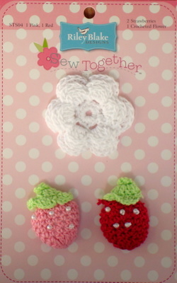 Crochet Flowers - White with Strawberries