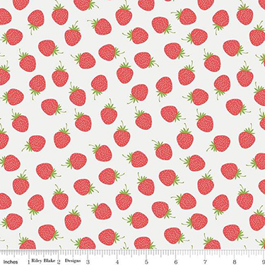 """Strawberry Toss on White Flannel - 20"""" Remnant"""